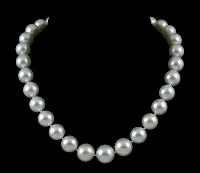 Why Pearls Keep Soaring  In Popularity And In Price